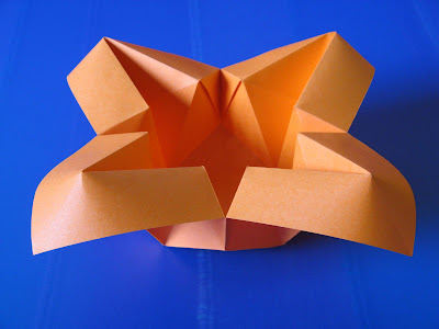 Origami Vaso con petali - Vase with petals by Francesco Guarnieri