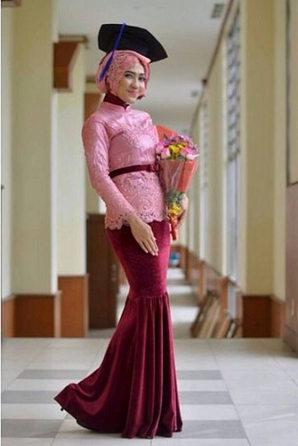 Baju Kebaya Wisuda Mahasiswi Berjilbab Modern