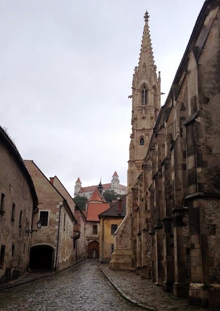 una de las vistas más bonitas de Bratislava con el castillo al fondo