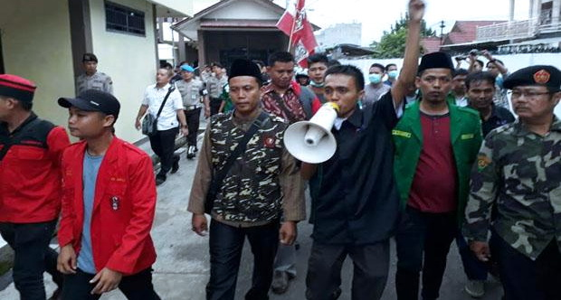 Buntut Aksi Koboi Brigadir Kalingga, Massa Minta Kapolres Lubuklinggau Segera Dipecat