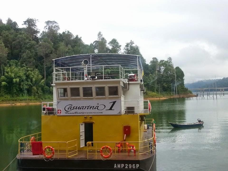 banding houseboat