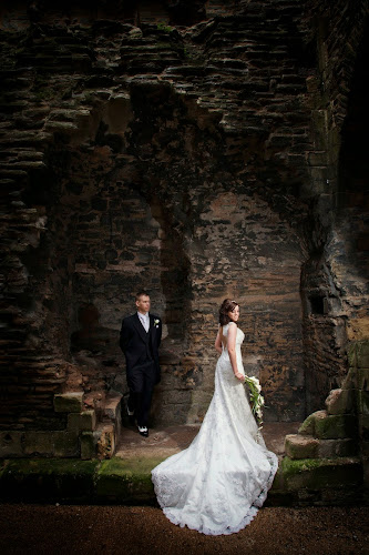 Kayleigh And Alex S Gorgeous Wedding At Newark Castle