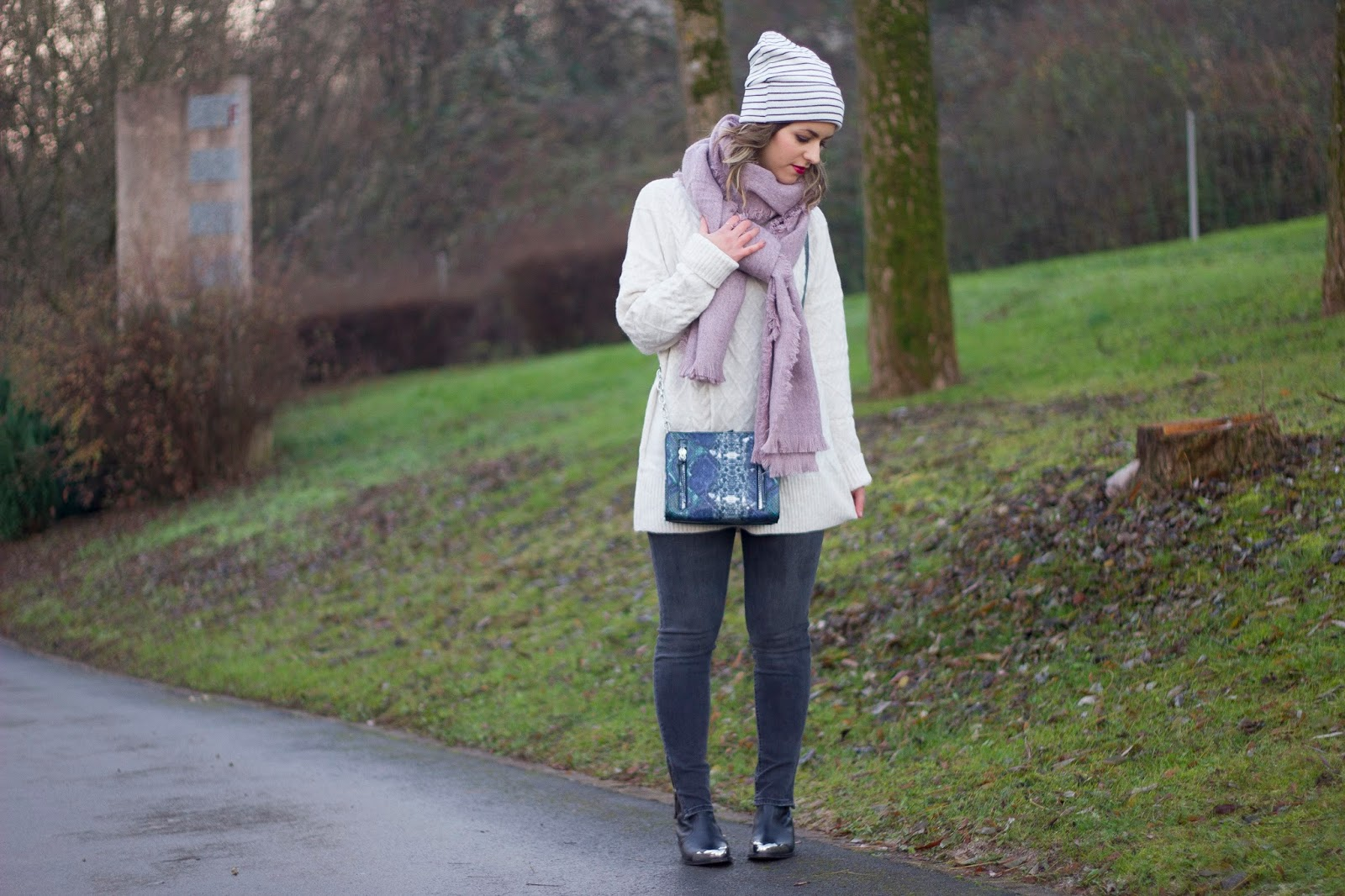 jouer-avec-accessoires-pour-pimper-look-hiver. Sous le manteau   un total look  H M ... 96f5a1f94a0