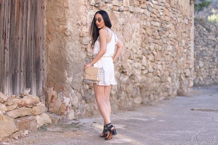 Blogger influencer valenciana con ideas de look con mono para vestir verano paseo playa fotos bonitas en Valencia