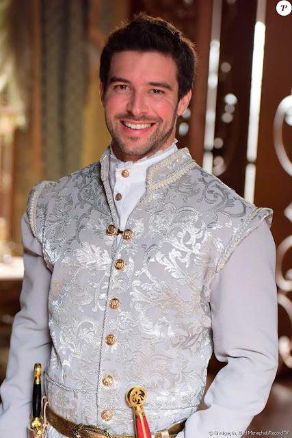 Enrico (Bernardo Velasco)