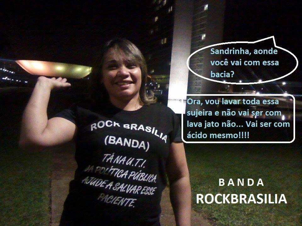 d4f4c98f6e Sandrinha curte a Banda Rock Brasília e veste literalmente a camisa dessa  ...