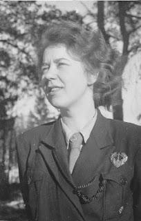 Lippukunnan perustaja Kaarina Lönnberg.