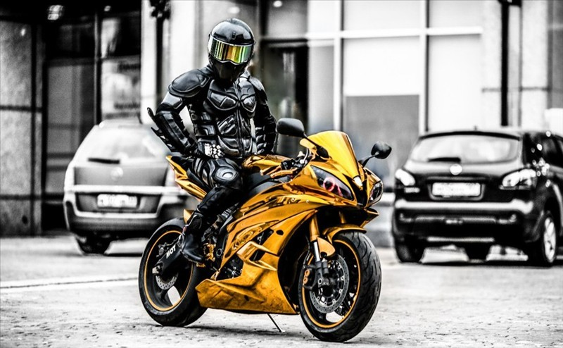 Sportbike Yamaha R6 Gold Chrome Batman 003