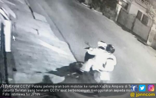 Hayo, Siapa Terekam CCTV Lemparkan Molotov ke Rumah Kapitra?