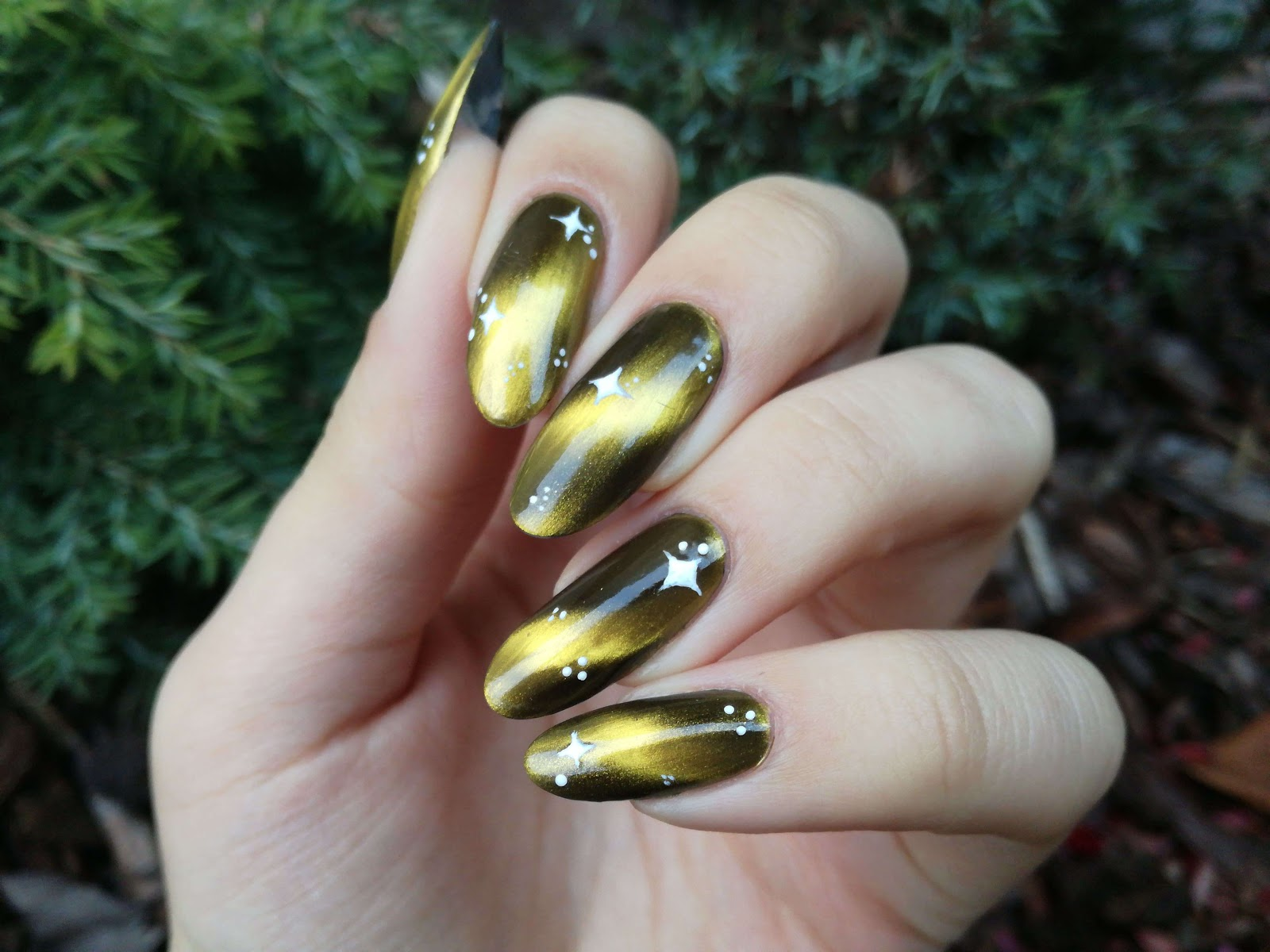 złote paznokcie na sylwestra