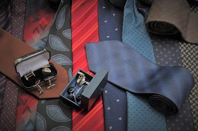 Gemelos de diferentes tipos sobre corbatas