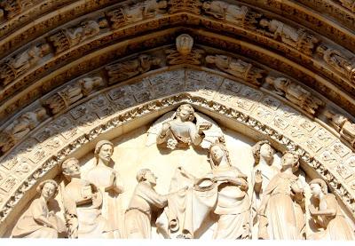 Detalles del tímpano de la puerta del Perdón.
