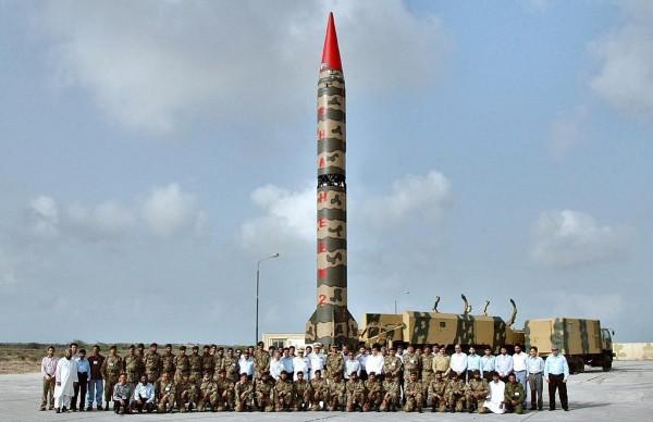 Paquistão ameaça Israel com armas nucleares por causa de artigo falso