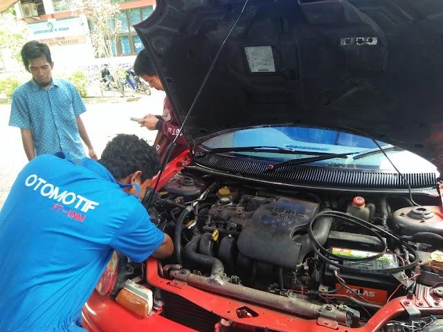 Mahasiswa Otomotif FT UNM Servis Kendaraan Secara Gratis di Kampus