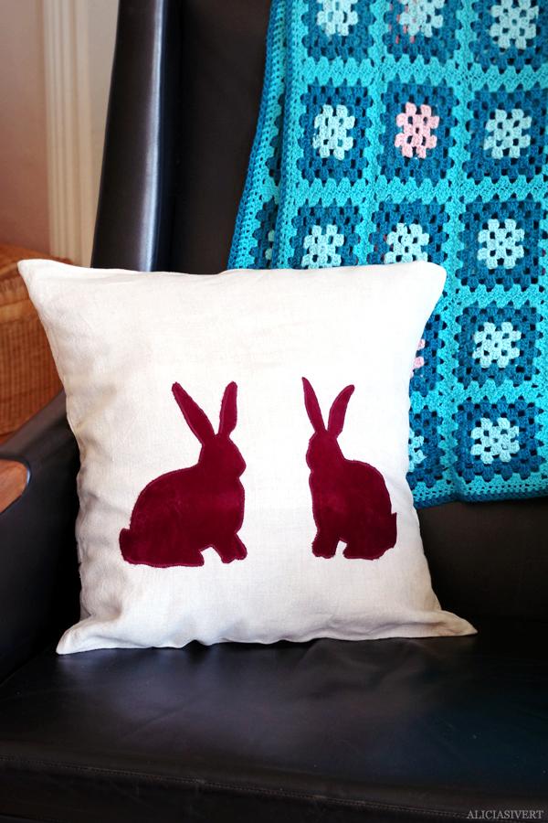 aliciasivert, alicia sivert, alicia sivertsson, bunny, rabbit, kanin, kaniner, bunnies, rabbits, easter, påsk, skapa, skapande, makeri, alster, konst och kreativitet, hantverk, diy, craft, create, sömnad, sy, sew, sewing, applikation, kudde, soffkudde, kuddar, soffkuddar, kuddöverdrag, cushions, pillows, pillow, cushion