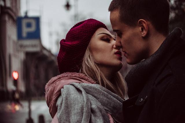 La diferencia entre estar enamorada y ser emocionalmente dependiente