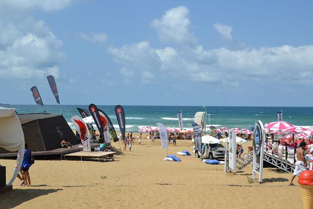 Kilyos Burc Beach kumsalı ve denizi