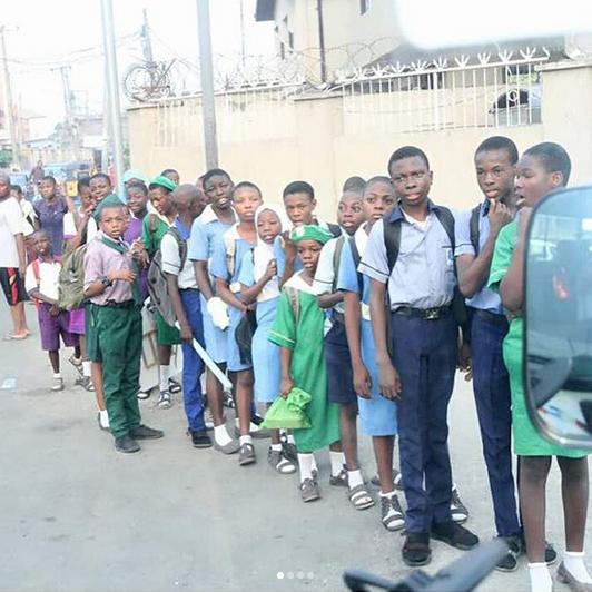 Desmond-Elliot-bus-rounds-picks-Surulere-children-schools-4