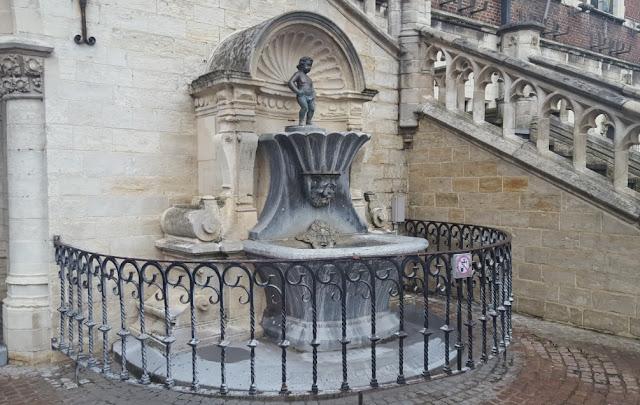 Patung Manneken Pis Ikon Negara Belgia