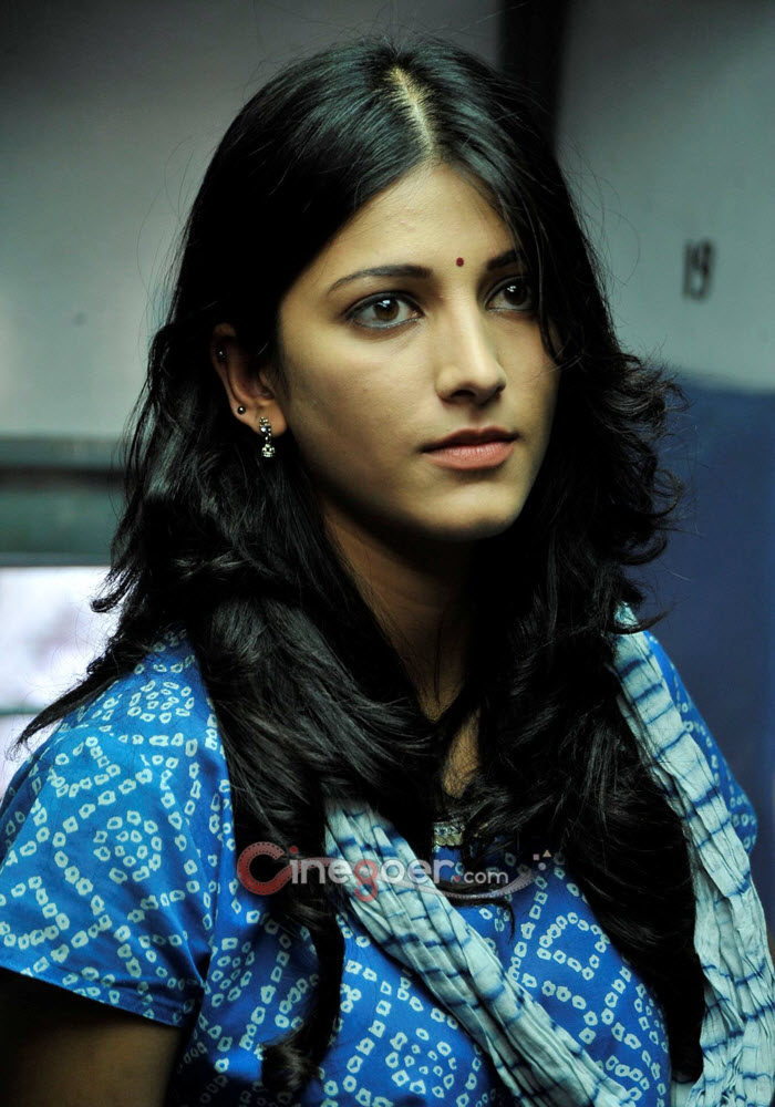 Shanvi Cute Hd Wallpapers Cinegoer Pics Shruti Hassan Stills