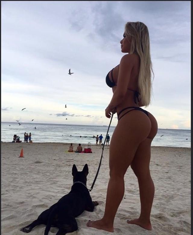 Fitness girl Rafaela Ravena
