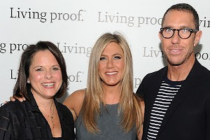 Jennifer Aniston is not averse to hint at her pregnancy