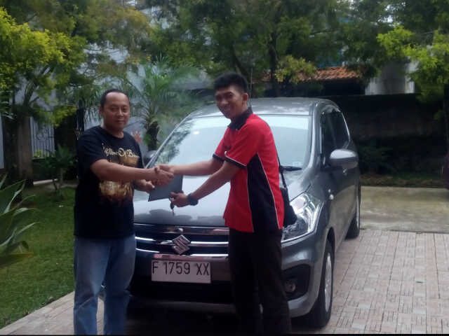 penyerahan unit suzuki new ertiga an pak roy barbarosa