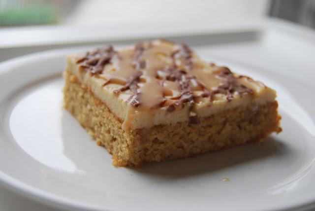 Erdnusskuchen mit Creme, Salzkaramell und Schokolade