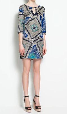 vestido de zara con un estampado en azul,gris y negro