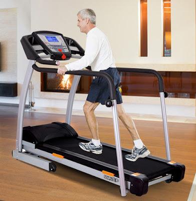 sử dụng máy chạy bộ cho người già tại nhà