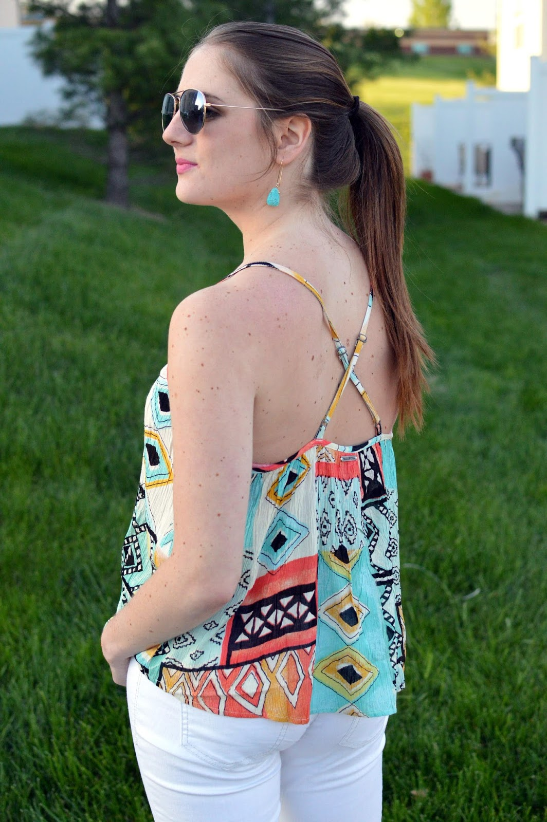 billabong day dreamy tank | white jeans for spring | what to wear with white jeans | spring outfit ideas |
