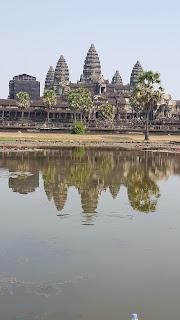 मंदिराचे प्रतिबिंब
