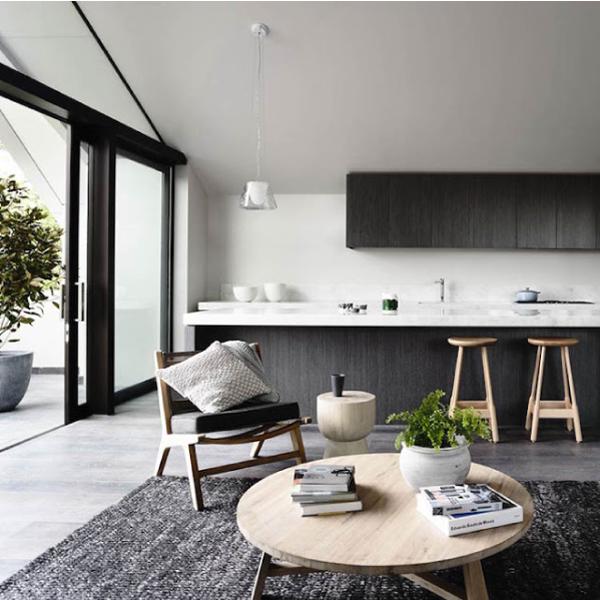 Stile minimal in bianco e nero per la casa al mare blog for Casa stile minimal