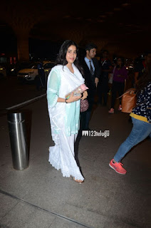 Janhvi Kapoor Looking cool in Simple dress - Latest Photos