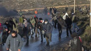 Mengejutkan Tentara Israel Bongkar Paksa Permukiman Ilegal Orang Yahudi di Tepi Barat - Commando