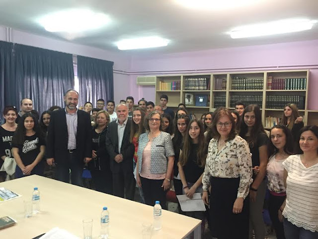 Το Εργαστήρι του συγγραφέα: Ο Μιχάλης Γκανάς συνομιλεί με τους μαθητές του 3ου Γυμνασίου Ηγουμενίτσας - Της Μαρίας Παπαευσταθίους