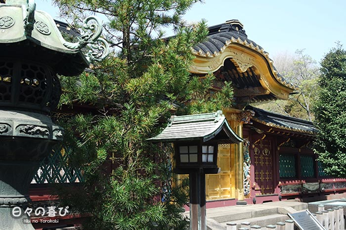 vue laterale porte toshogu shrine