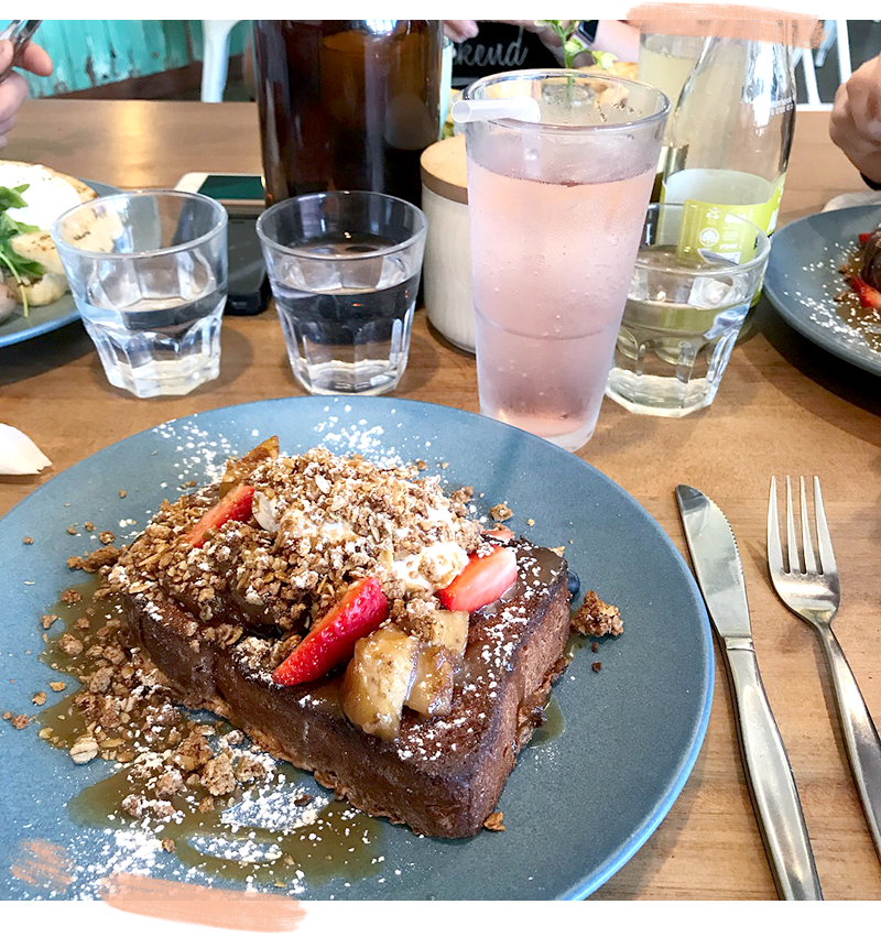 A quick review of The Marine Parade Eatery in Paraparaumu Beach New Zealand. Apple crumble french toast! food berries