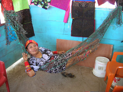 Mujer joven guna kuna, Guna Yala, San Andrés, Panamá, round the world, La vuelta al mundo de Asun y Ricardo, mundoporlibre.com