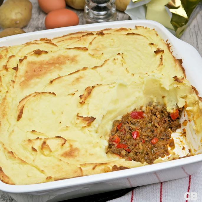Jachtschotel van kruidig rundvlees met aardappelpuree
