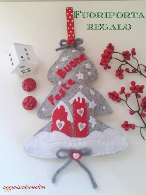 Fuoriporta in pannolenci natalizio con paesaggio innevato