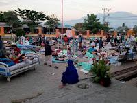 Trauma, Sejumlah Warga Kota Palu Tidur di Jalan Raya