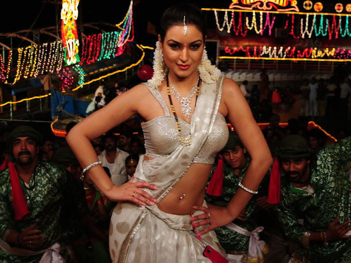 maryam zakaria spicy in love glamour  images