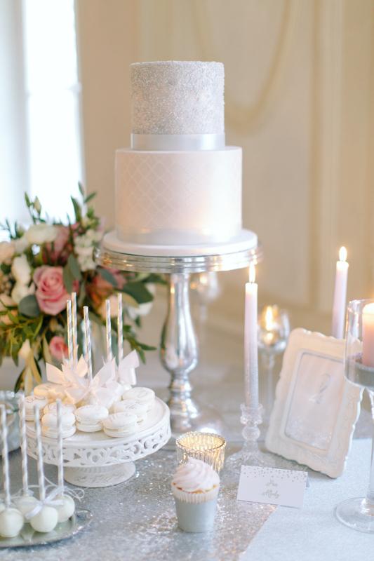 dodatki ślubne, błyszczący, brokat, srebrne, posrebrzane, gold foil, glitter, winietki, menu, numery stołów, ozdobne karteczki, brudny róż, biel, srebro, inspiracje, kg design, papeteria ślubna, projekty ślubne, zaproszenia ślubne, dodatki ślubne, oryginalne zaproszenia, nietypowe, wyjątkowe, elegancie, glamour,