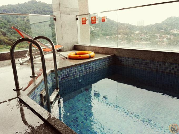 Kolam Persendirian Lexis Suites Penang