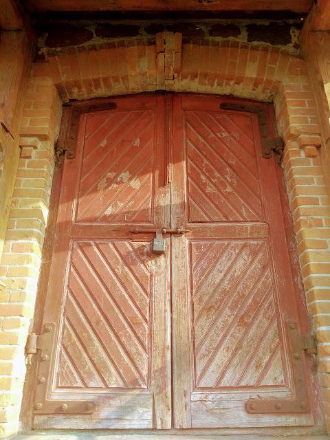 деревянные дубовые двери