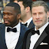 50 Cent canta com John Travolta dançando no palco em festa na França