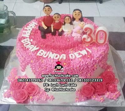 Kue Tart Tema Keluarga Pink