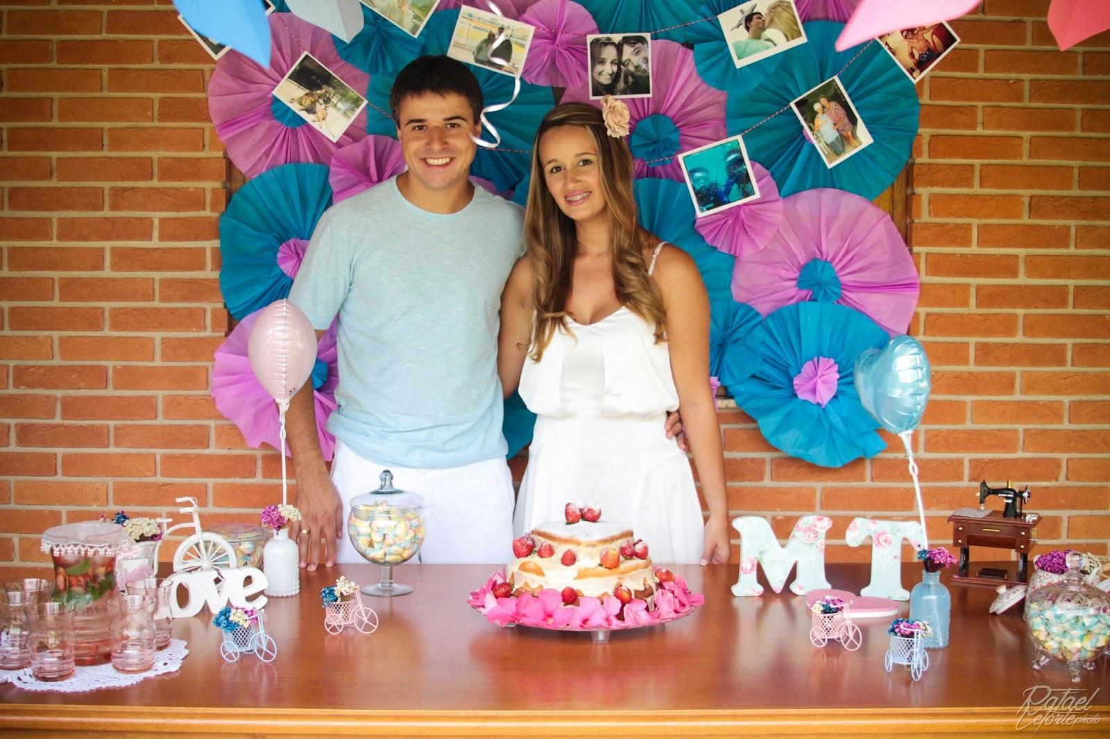 noivado-rosa-azul-mesa-bolo-noivos