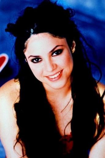 Foto de Shakira con cabello negro
